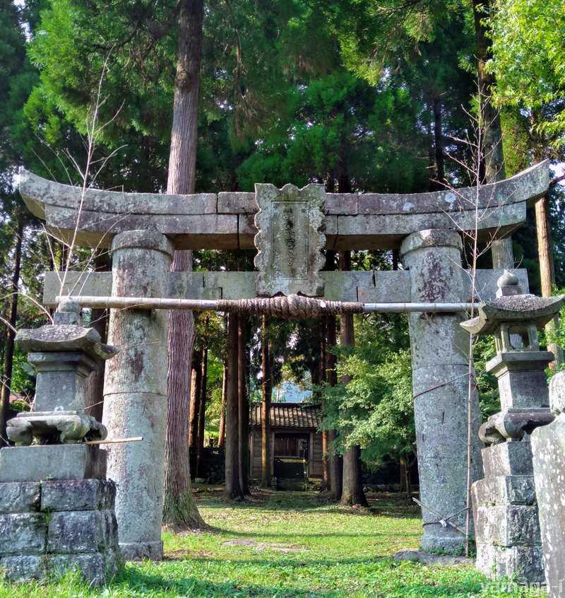 矢谷阿蘇神社、石工仁平の鳥居